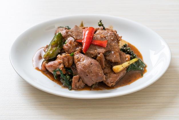 Pepe nero saltato in padella con anatra - stile alimentare asiatico