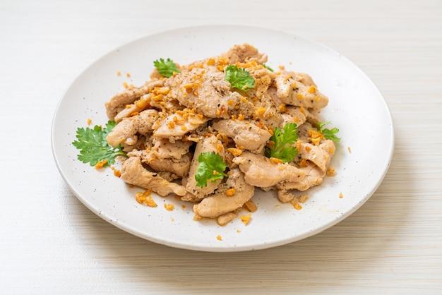 Pollo saltato in padella con aglio