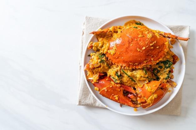 Granchio saltato in padella con polvere di curry - stile di pesce