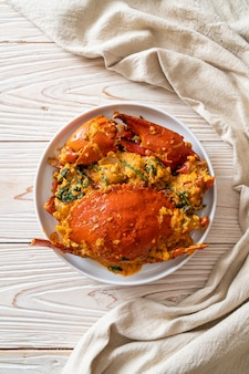Granchio saltato in padella con curry in polvere - stile di pesce