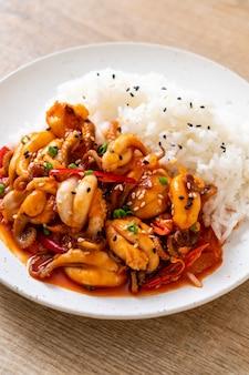 Polpo saltato in padella e pasta piccante coreana