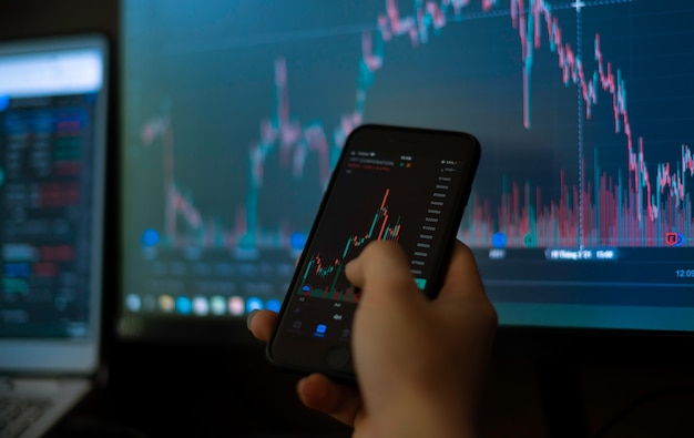 Immagine del grafico azionario visualizzata sullo schermo del computer