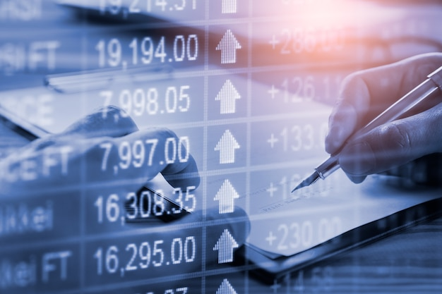 Borsa e scrittura dell'uomo d'affari