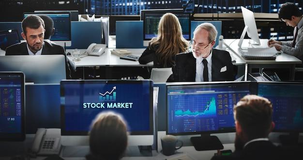 Concetto finanziario di investimento di economia di mercato azionario