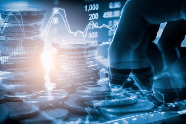 Mercato azionario o forex trading grafico e grafico a candele per sfondo di investimento finanziario.