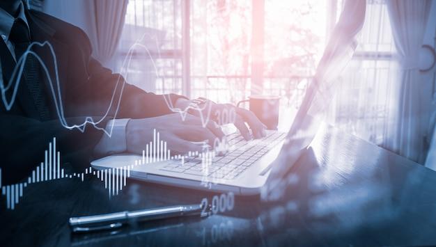 Grafico commerciale del mercato azionario o forex e grafico a candele adatto per il concetto di investimento finanziario Foto Premium