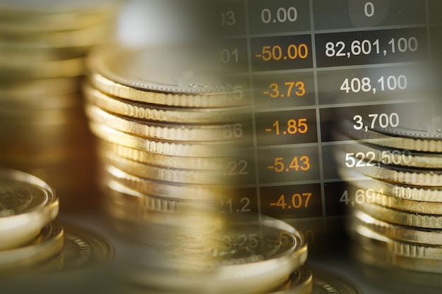 Investimenti nel mercato azionario per il trading di monete finanziarie e grafici o forex per analizzare la finanza dei profitti