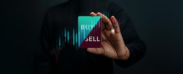 Concetto di strategia di investimento in azioni del mercato azionario decisione dell'investitore per la vendita o l'acquisto