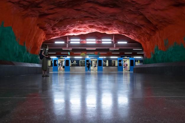 Stazione della metropolitana di stoccolma Foto Premium