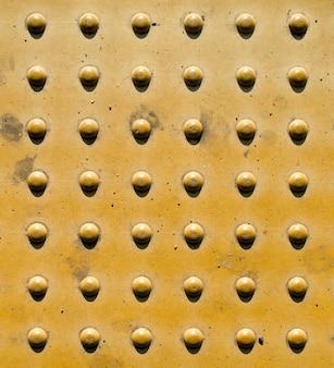 Muro di mattoni di pietra per non vedenti.