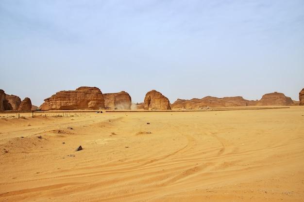 Elefante di pietra nel deserto vicino al ula, arabia saudita