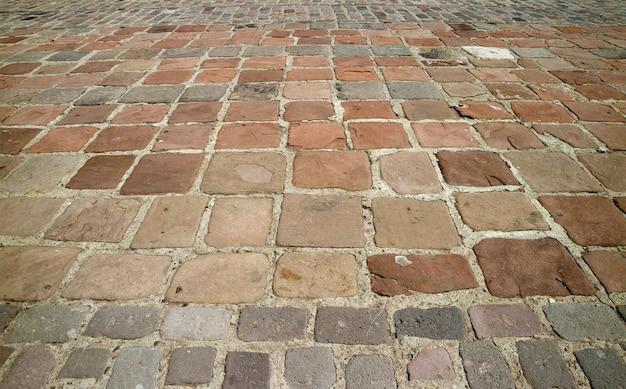 Pavimento in pietra che conduce alla cattedrale di puno, puno, perù, sud america