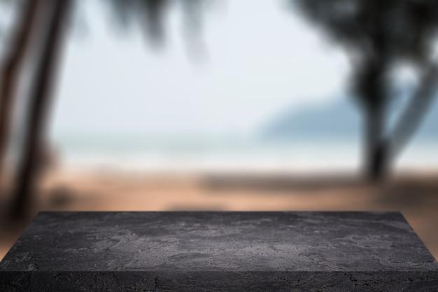 Superficie di pietra su sfondo sfocato di palme sabbia sky