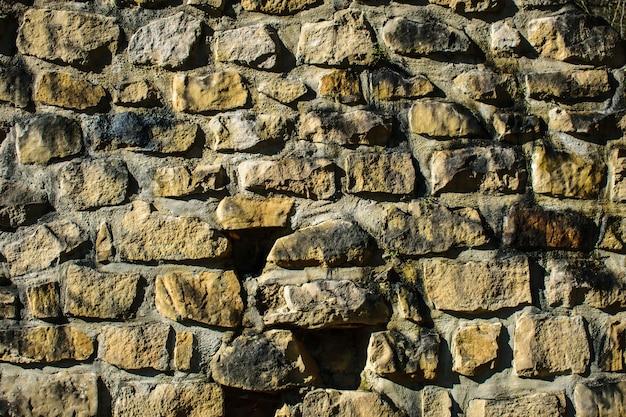 Superficie della parete di pietra all'aperto