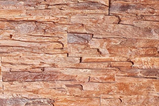 Struttura del muro di pietra con luce soffusa, primo piano