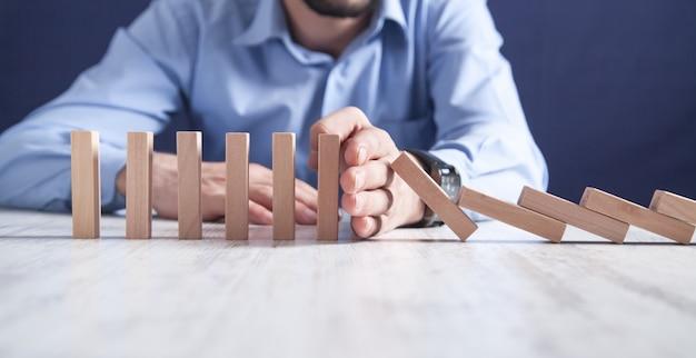 Stop all'effetto domino. affari, soluzione