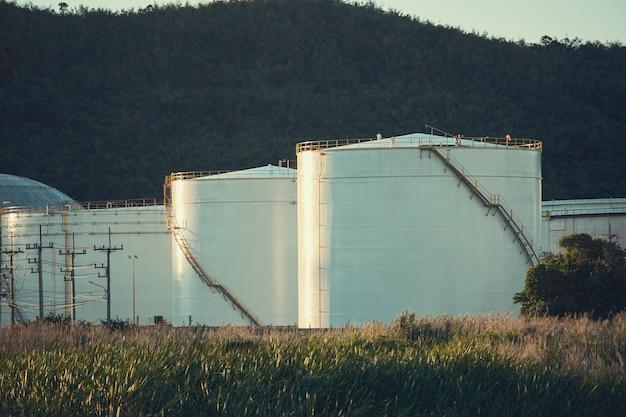 Serbatoio di stoccaggio bianco grande serbatoi industriali per benzina e olio