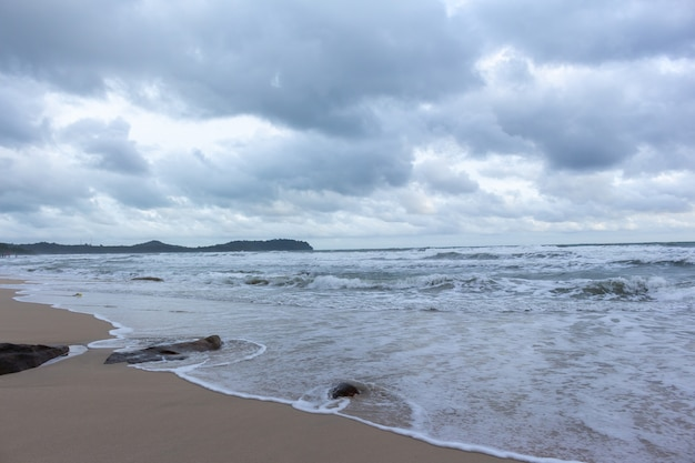 Tempesta sull'isola. rodi in ko kut, tailandia