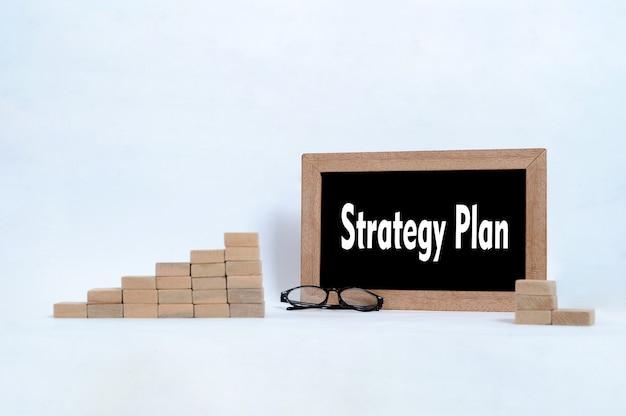 Piano strategico scritto sulla lavagna