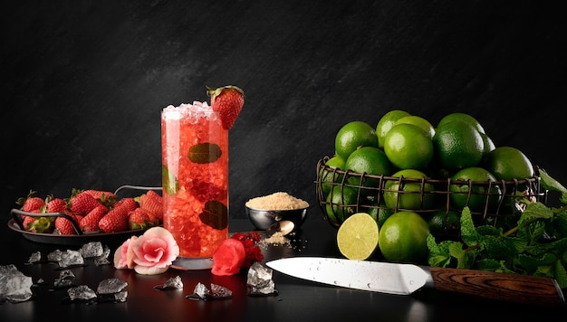Strawberry mojito - bevanda tradizionale alla fragola, limone e menta