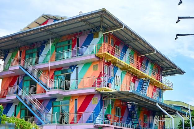 Arte di strada, casa splendidamente dipinta da vicino