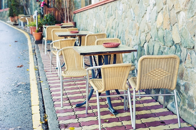 Caffè di strada. accogliente caffè all'aperto in europa?