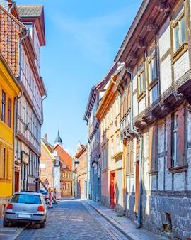 Street e vecchie case di legno a quedlinburg, germany