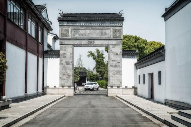 Vista sulla strada di antichi edifici a suzhou