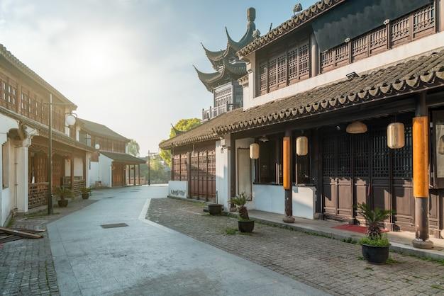 Vista sulla strada di vecchi edifici nella città antica di suzhou Foto Premium