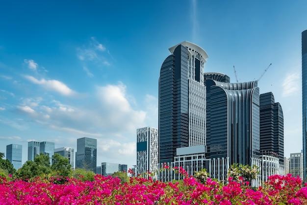 Street view di edifici per uffici moderni urbani