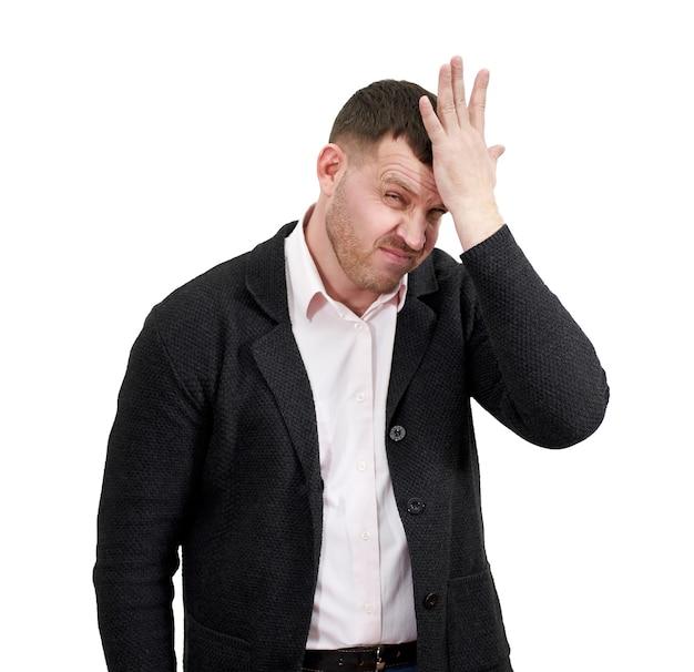 Sottolineato uomo d'affari con la mano sulla fronte, tristezza e concetto deluso
