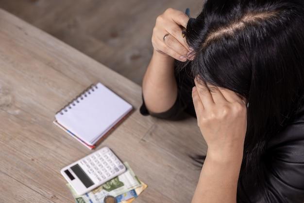Persona stressata a causa della crisi economica in messico