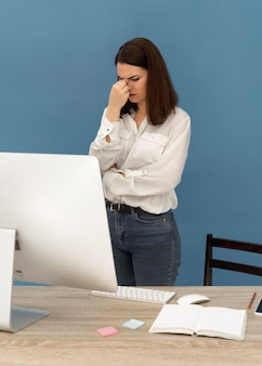 Ha sottolineato la donna che lavora al computer