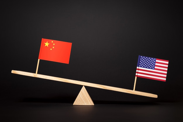 Lotta per la leadership di due economie mondiali. guerra commerciale ed economica degli stati uniti e della cina. relazioni cina - stati uniti
