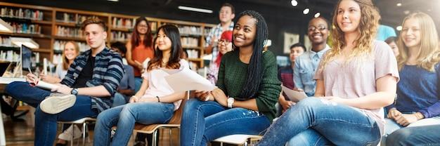 Concetto di conferenza dell'aula di compagno di classe dello studio dell'allievo