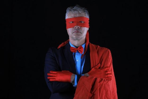Ritratto in studio del supereroe uomo d'affari