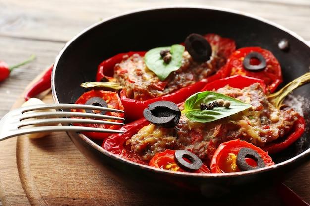 Pepe farcito con carne e verdure