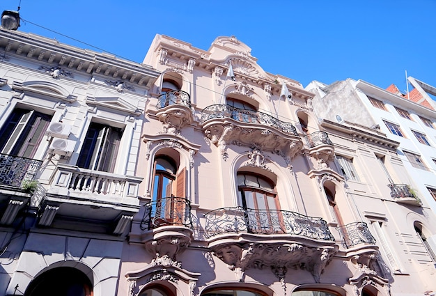 Splendidi edifici in stile art nouveau a buenos aires, argentina, sud america Foto Premium