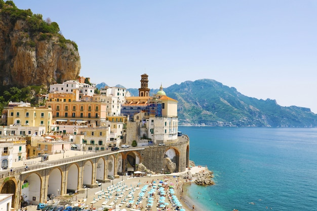 Splendida vista del villaggio di atrani, costiera amalfitana, italia