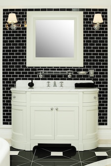 Elegante bagno interno - design in bianco e nero