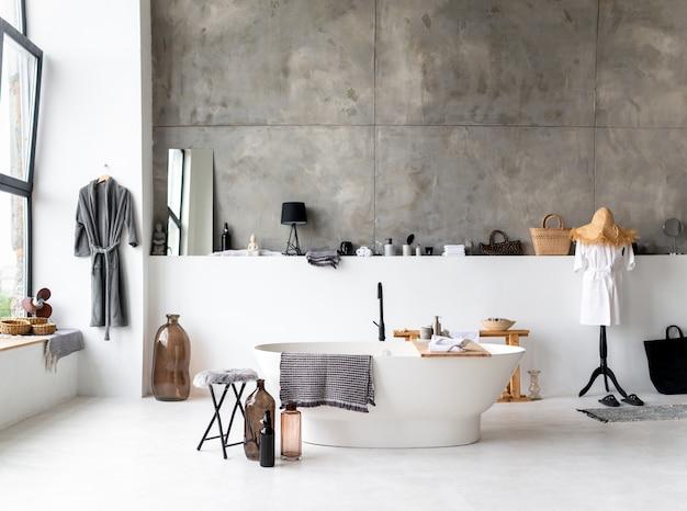 Bagno elegante in una casa moderna