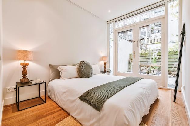 Design elegante della camera da letto in una casa elegante