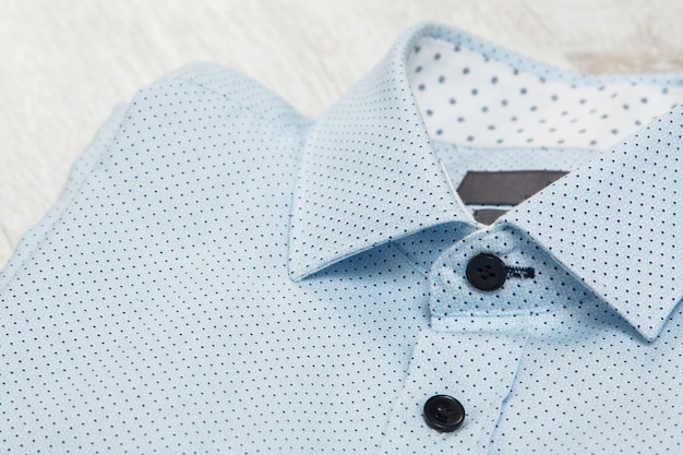 Camicia blu alla moda