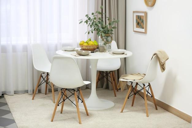 Elegante sala da pranzo interna