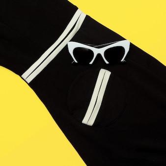 Occhiali bianchi glamour alla moda. occhiali retrò soleggiati. geometria di tendenza