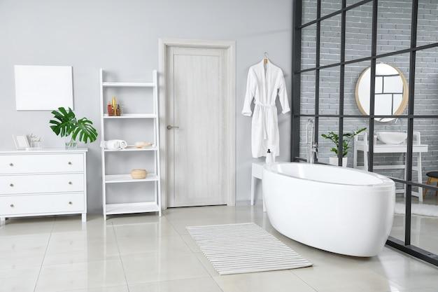 Interni eleganti del bagno moderno