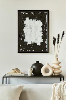 Elegante composizione d'interni per soggiorno con cornice per poster finto, divano ad angolo, tavolino da caffè, tessuti e accessori personali. stile classico scandinavo. modello.