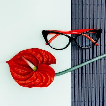 Eleganti occhiali da donna e accenti rossi. sii affascinante