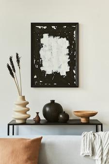 Elegante composizione di interior design per soggiorno con cornice per poster mock up, divano ad angolo, tavolino da caffè, tessuti e accessori personali. stile classico scandinavo. modello.