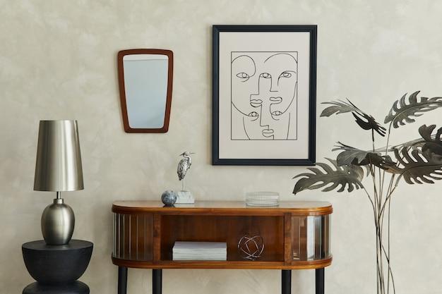 Interni eleganti del soggiorno con finto comò con cornice per poster e accessori eleganti modello